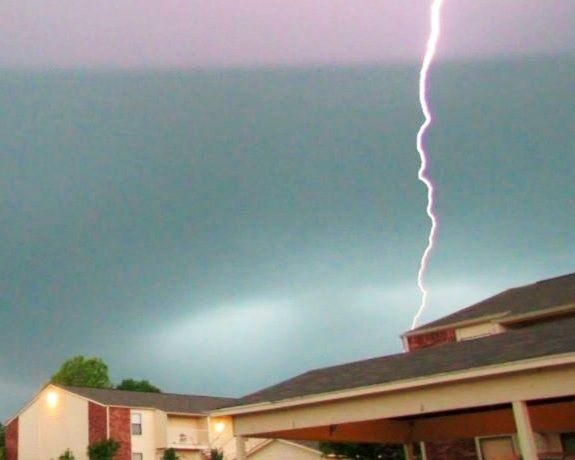 Lightning over apt-Van Buren
