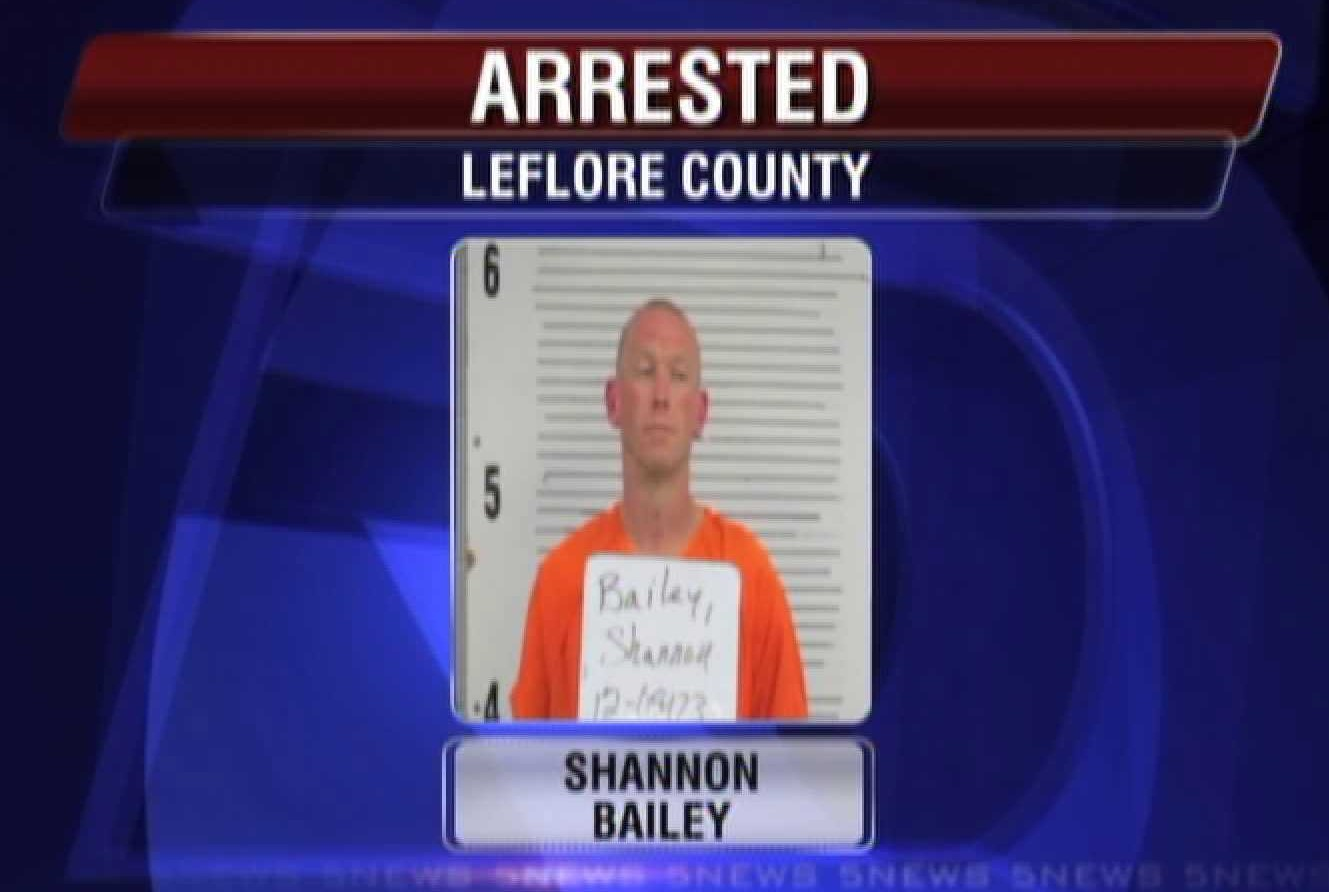 leflore men Breaking news: 2 escape from leflore county prison 8 ball -on left shoulder swastika - chest tribal on his backboth men were sentenced in oklahoma county.