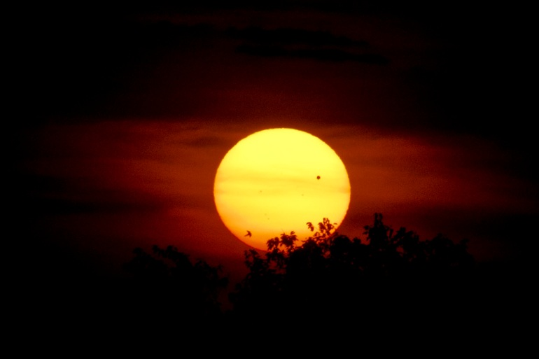 Transit of Venus at the Horizon - Douglas Keck