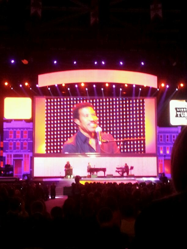 The Lionel Richie performs at the 50th Anniversary Walmart Shareholders' Meeting.