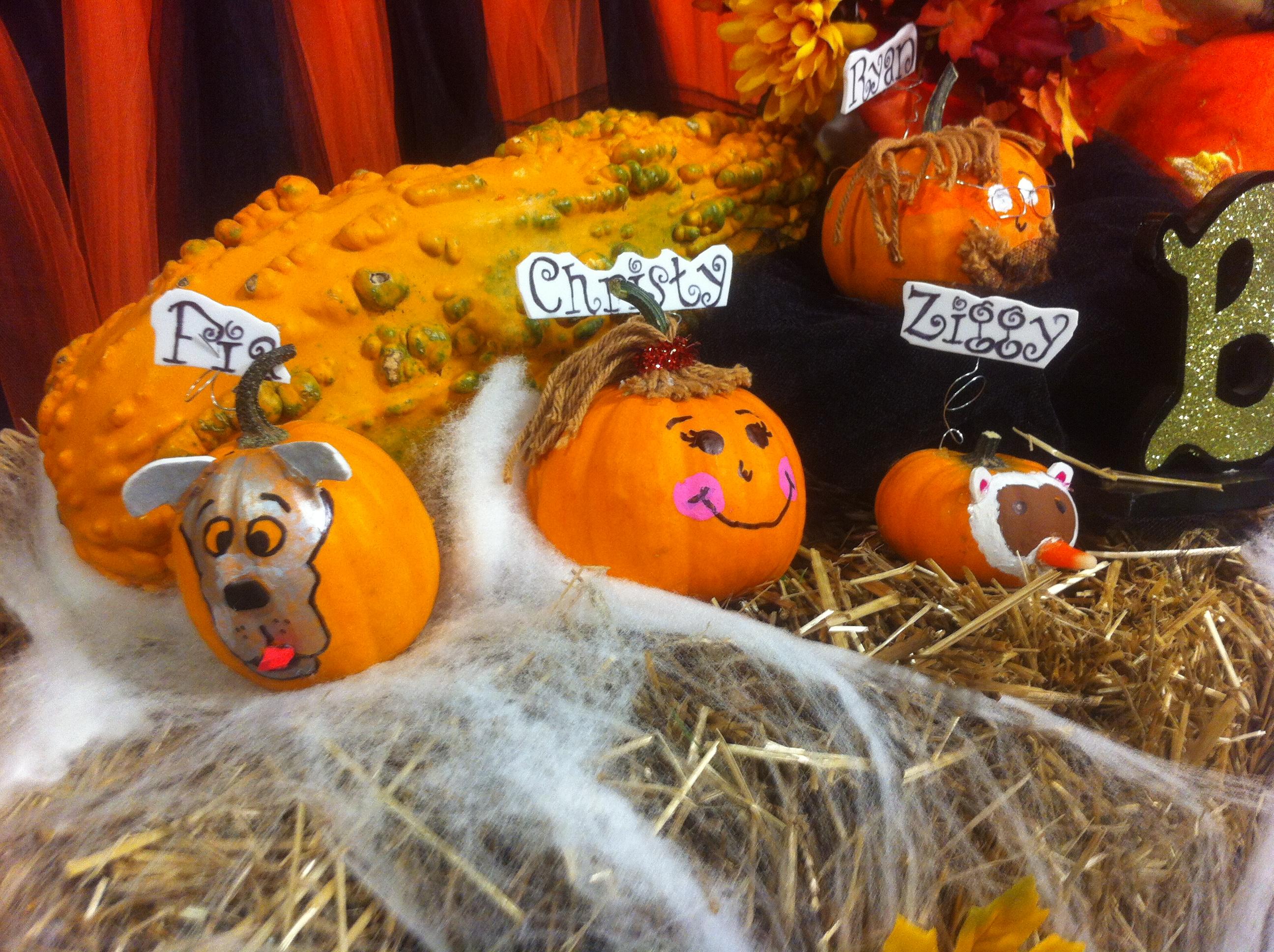 A little pumpkin family.