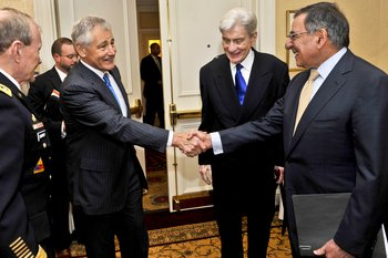 Chuck Hagel shakes hands with Leon Panetta
