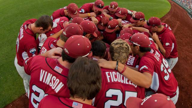 arkansas baseball huddle