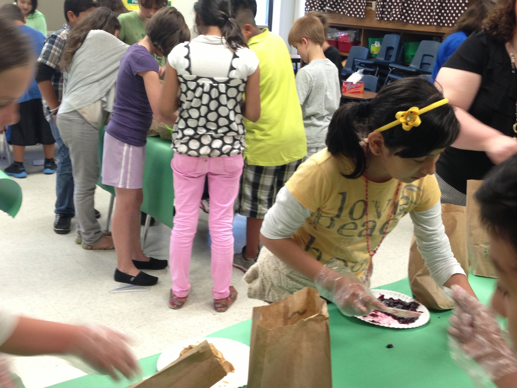 5th grade students pack lunches for relief efforts in Moore, OK