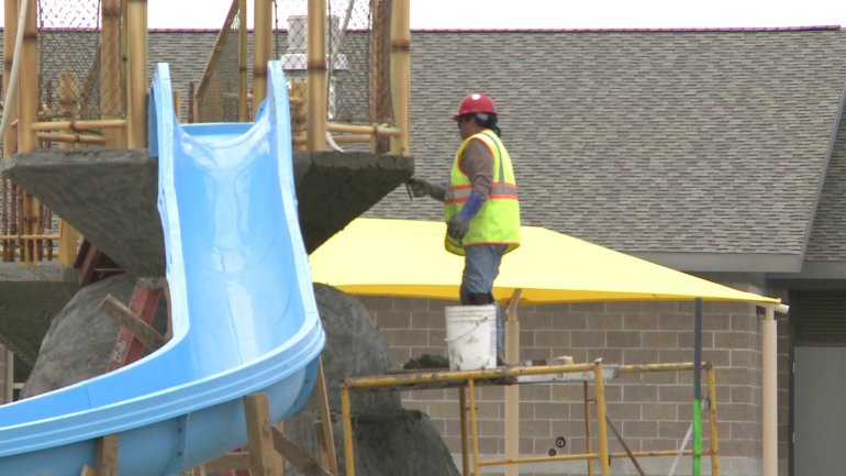 Parrot island waterpark construction on schedule fort smith fayetteville news 5newsonline for Smith park swimming pool schedule