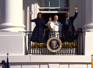 Pope Francis and President and Mrs. Obama wave to people on the White House lawn.