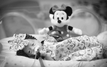 Emry Walker, a child who was born premature.