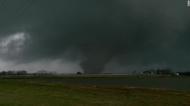 160203005958-raw-tornado-alabama-touches-down-00002402-exlarge-tease