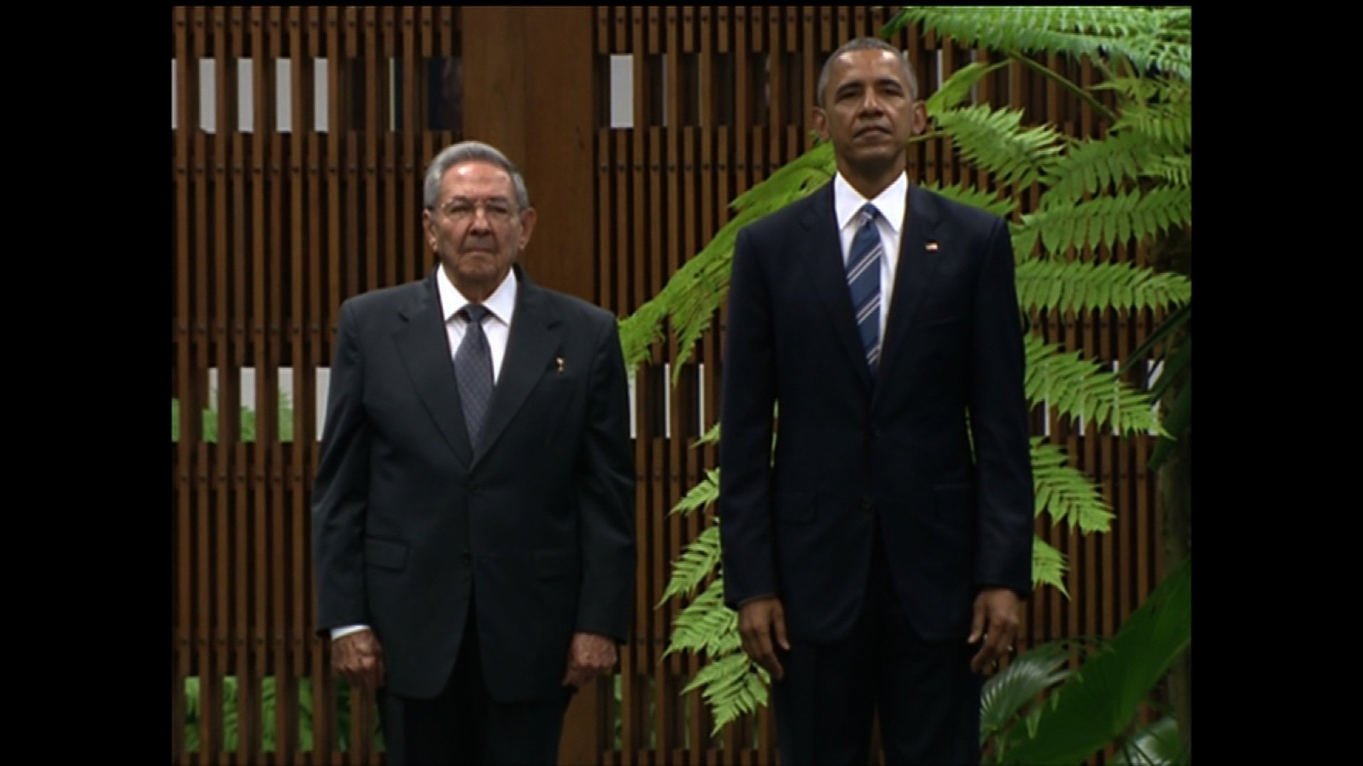 A day after making an historic arrival in Cuba, President Barack Obama met with lCuban leader Raul Castro as part of his efforts to elicit change on the island.