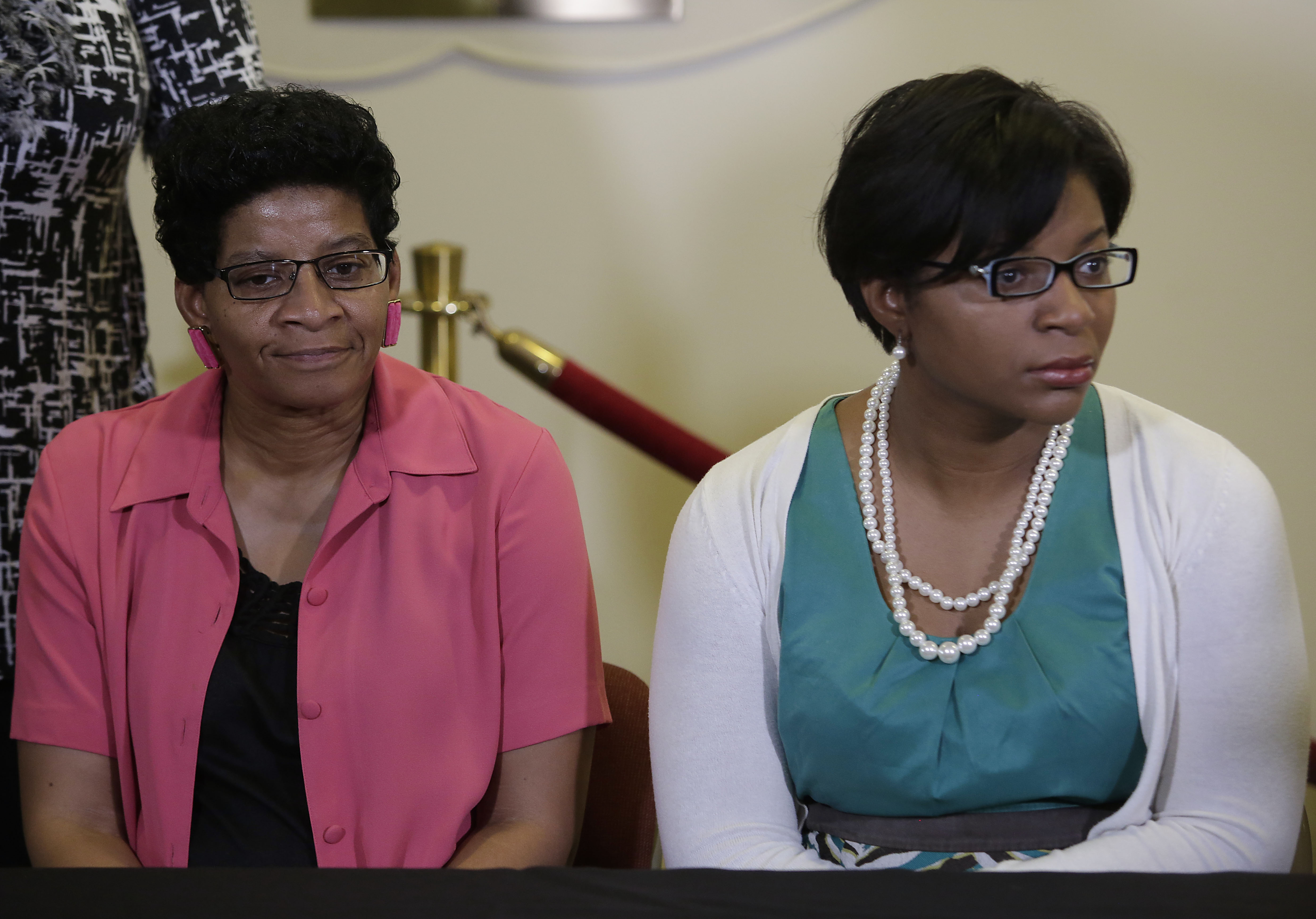 The mother of Sandra Bland, Geneva Reed-Veal, left, and sister Sharon Cooper, right, attend a news conference at DuPage AME Church July 22, 2015 in Lisle, Illinois. Photo by Joshua Lott/Getty Images