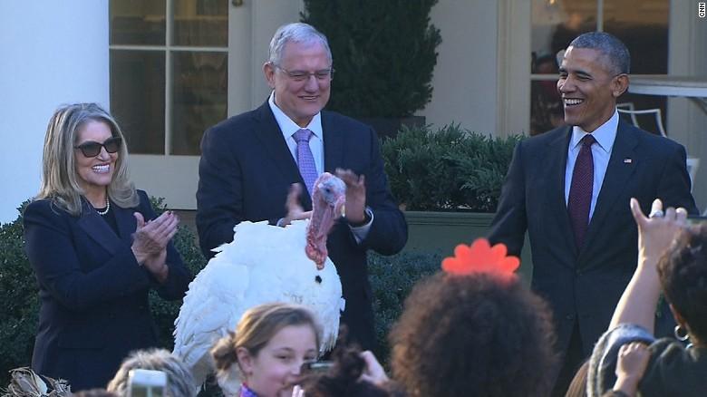 161123151920-president-obama-pardons-turkey-thanksgiving-bts-00022509-exlarge-tease