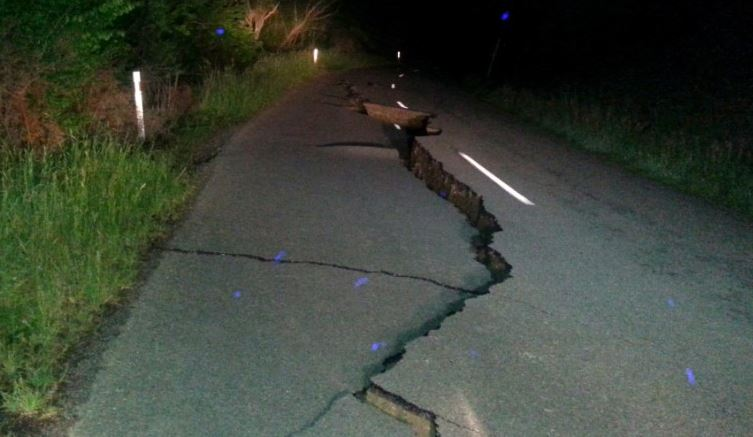 Fissure on Kaikoura Road north of Christchurch