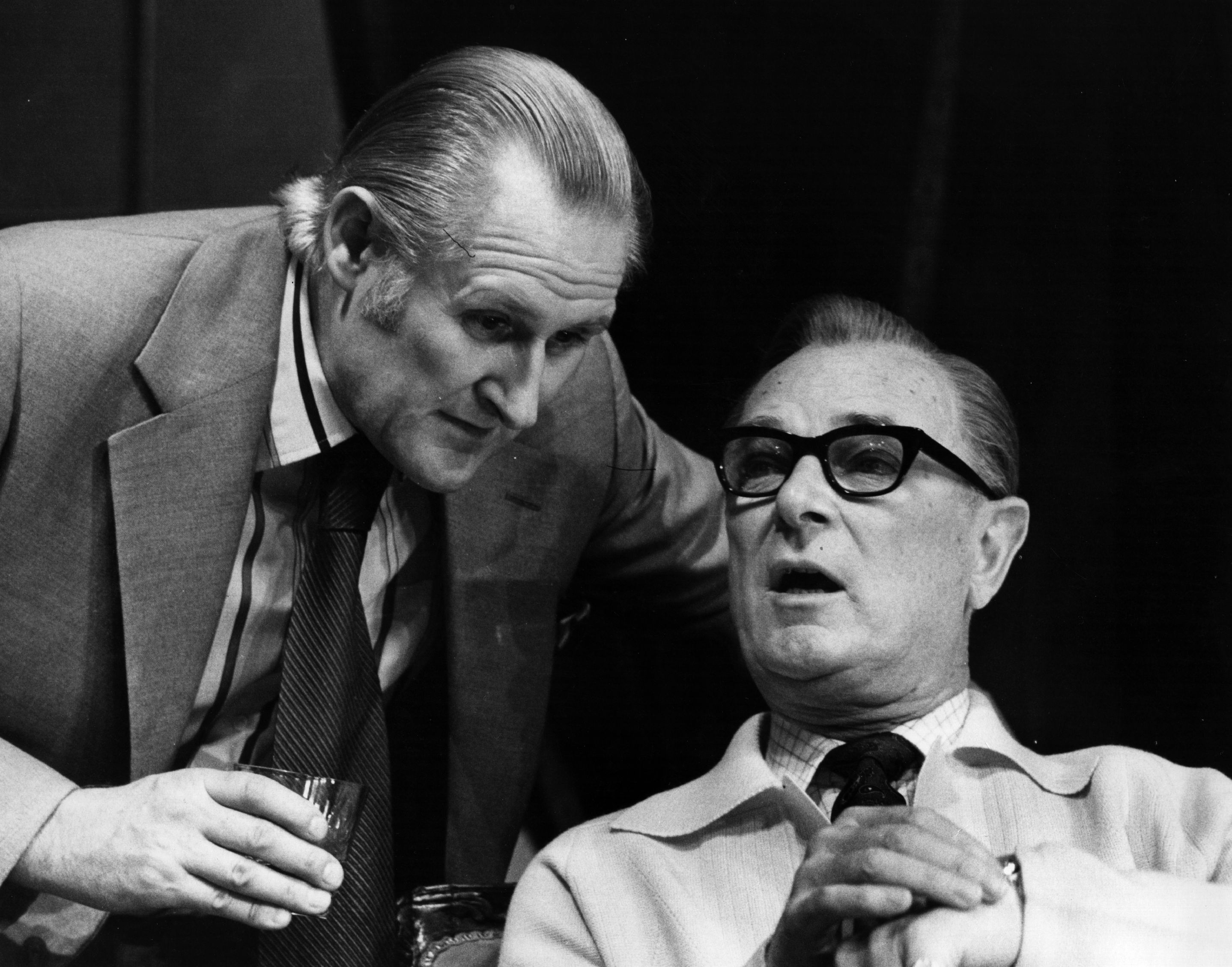 5th November 1974:  British actor Peter Vaughan (left) as Frank Cranfield on stage during rehearsals for 'The Pay Off', a thriller by William Fairchild.  Photo by Central Press/Getty Images