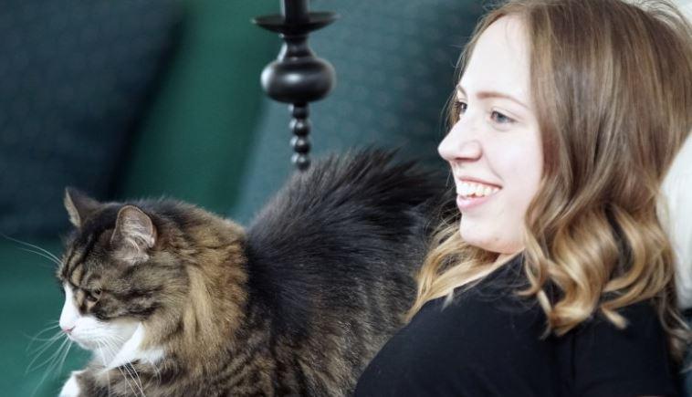 Prancer, Jasmin's Maine Coon cat, makes her smile. (CNN).