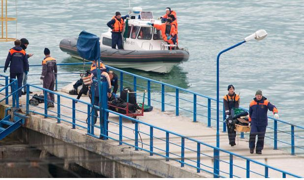 Search and rescue crews retrieve passenger belongings after a Russian military plane crashed in the Black Sea on Dec. 25, 2016. (Getty Images)