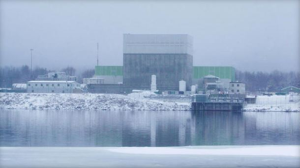 The Vermont Yankee  nuclear power plant on the Connecticut River as seen from the New Hampshire side of the river.  Jan. 5, 2004 (Getty)