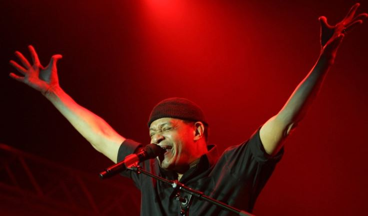 Al Jarreau performing at the North Sea Jazz Festival in Rotterdam, July 2006.  (Getty Images).