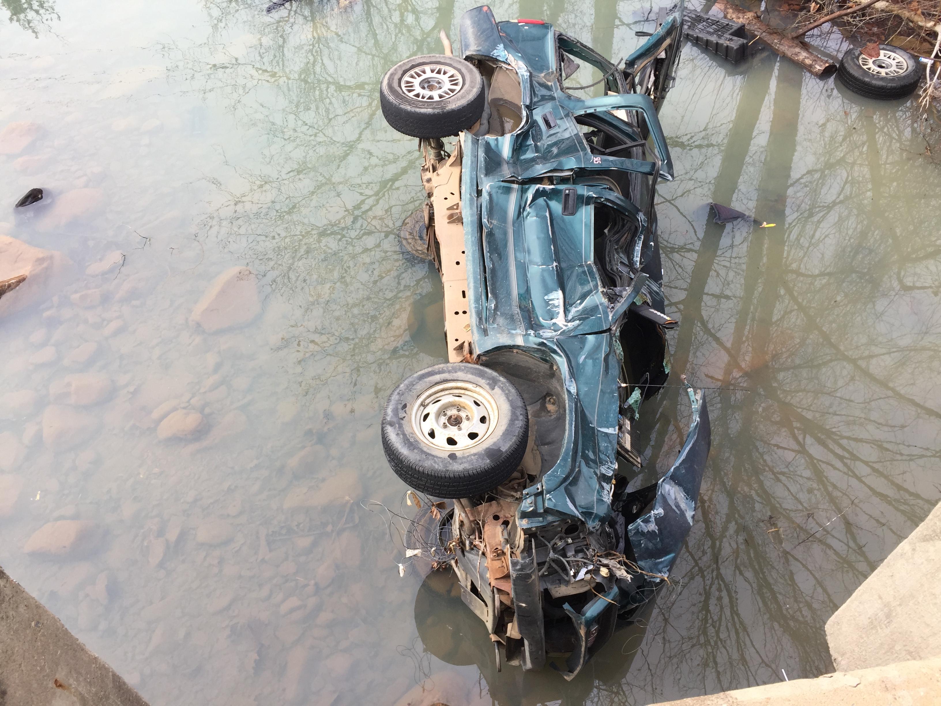 suv-water-rescue-2-28