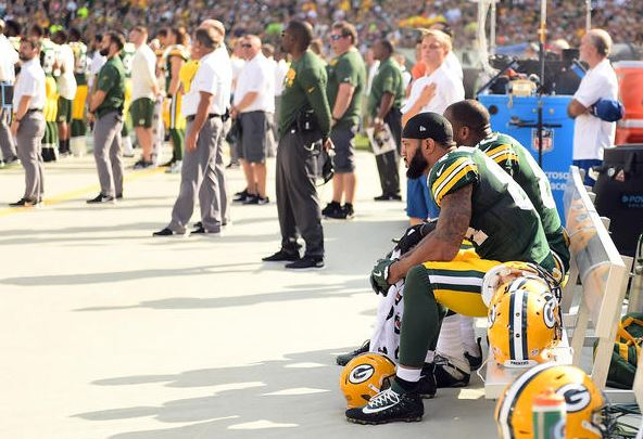 Green Bay Packers players sit in protest during the national anthem prior to the game against the Cincinnati Bengals at Lambeau Field on September 24, 2017 in Green Bay, WI. (Getty Images).