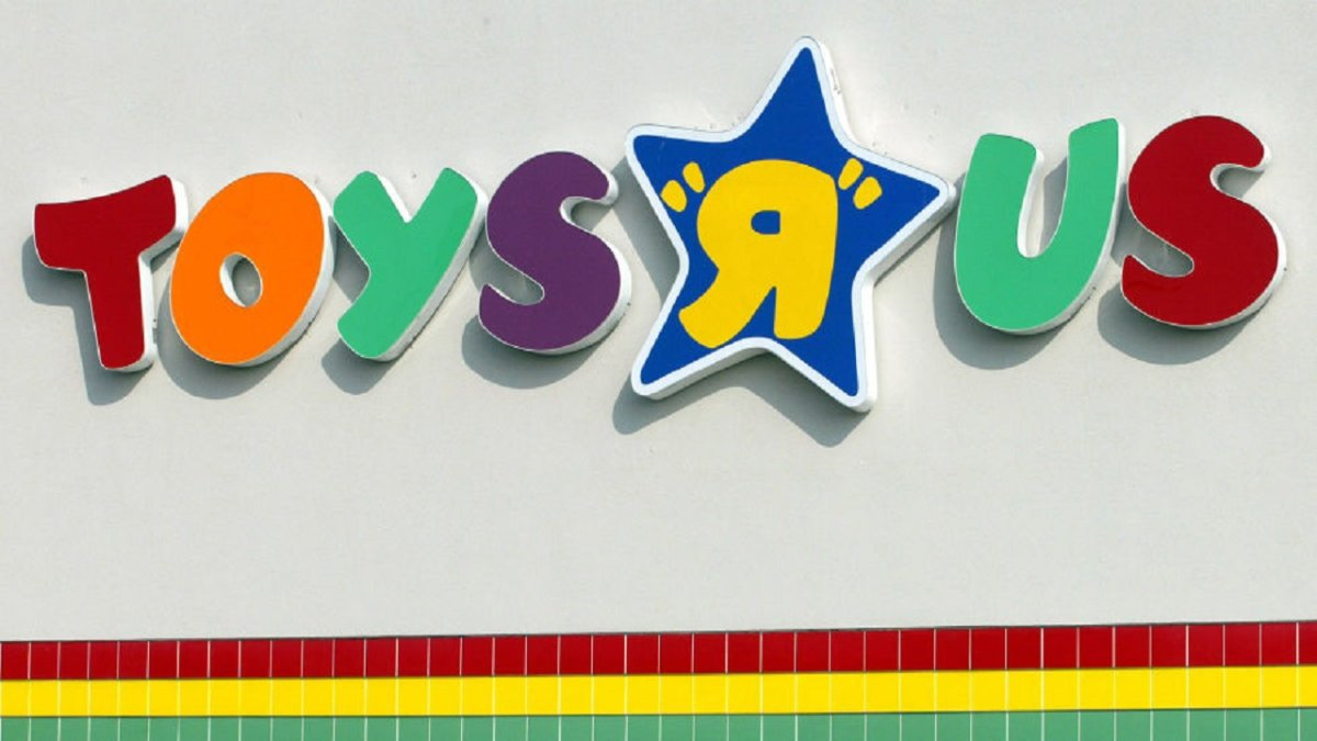 Shoppers Saddened By Toys R Us Closing | Fort Smith/Fayetteville ...