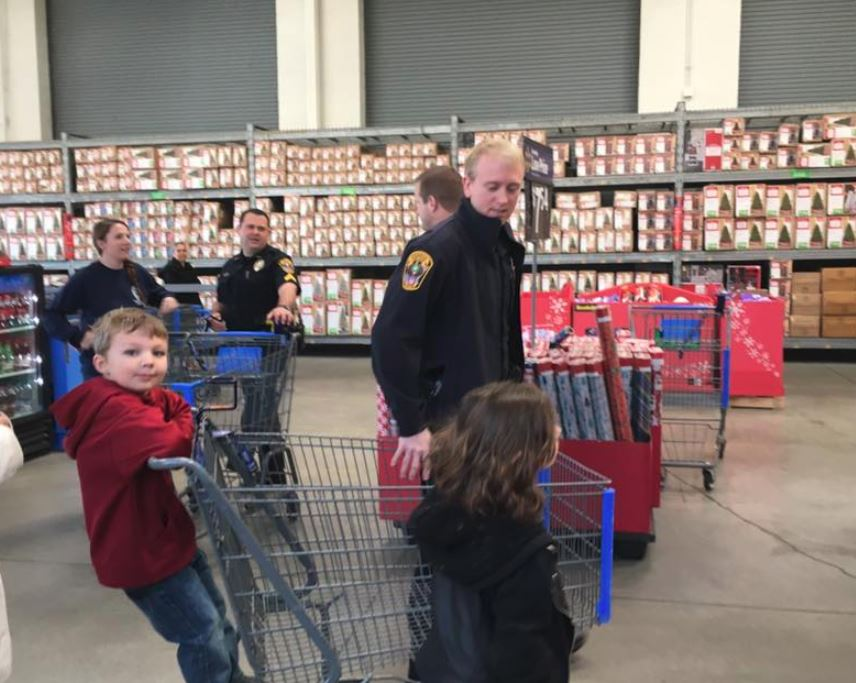 Shop with a Cop in Rogers
