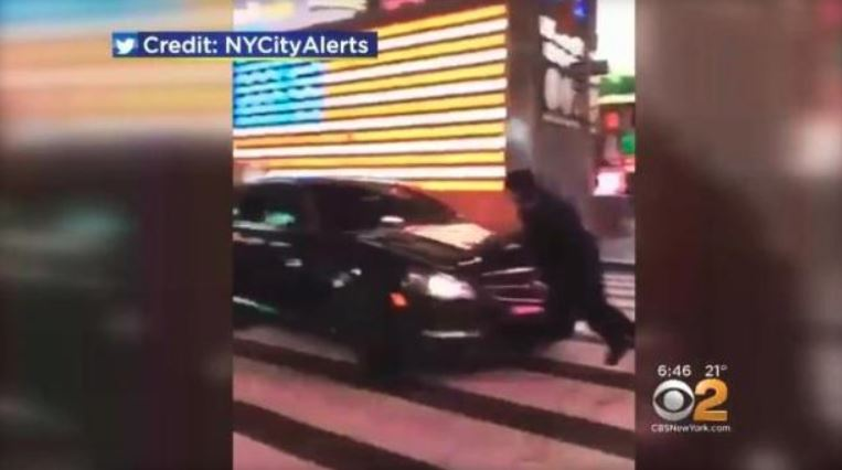 NYPD officer injured when driver flees scene in Midtown