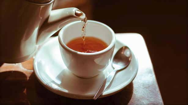 Hot tea consumption increases risk of cancer for drinkers and smokers