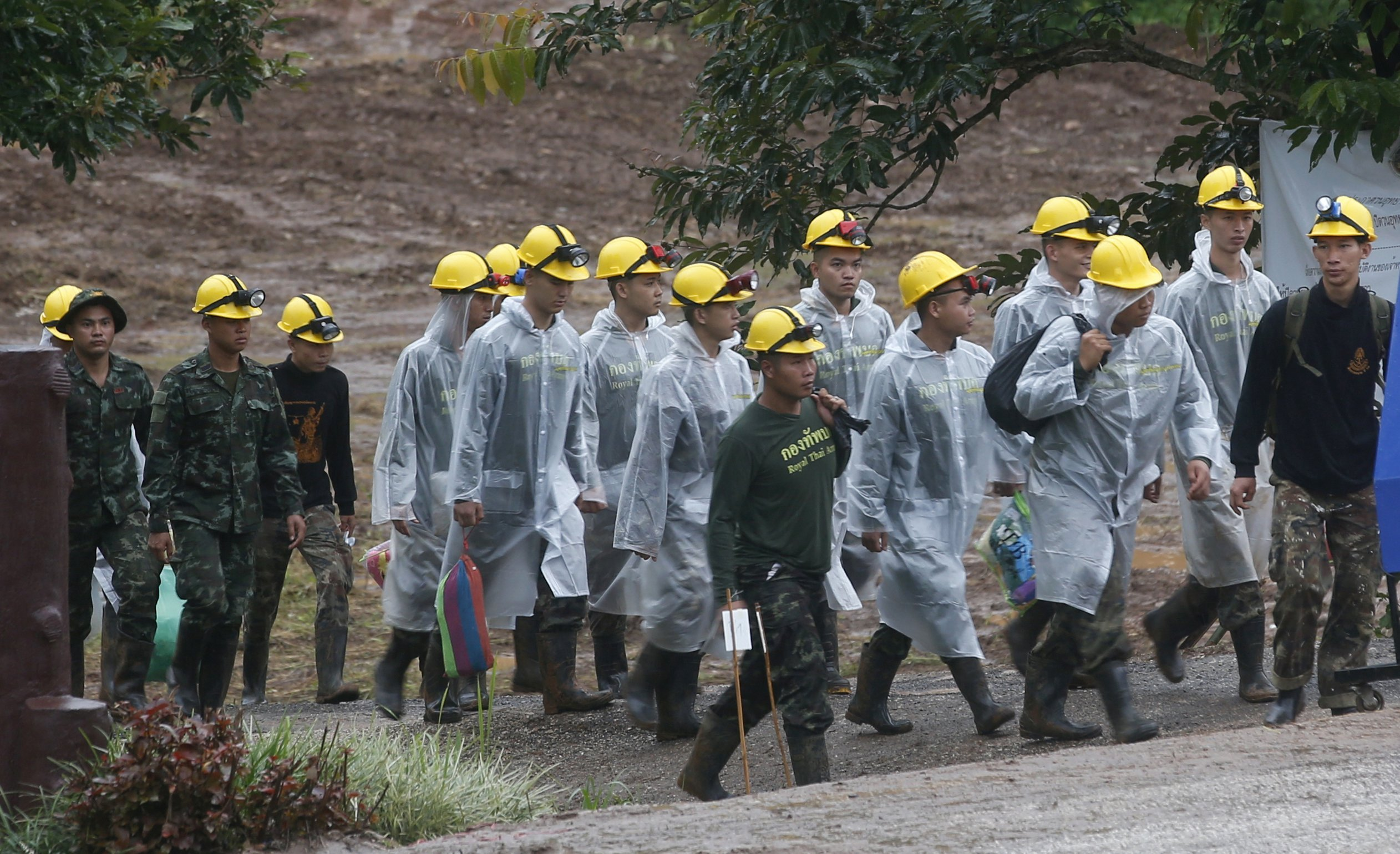 Thai boys were passed 'sleeping' through cave, says diver