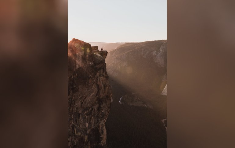 Couple Found After Photographers Photo Of Yosemite Proposal Goes Viral