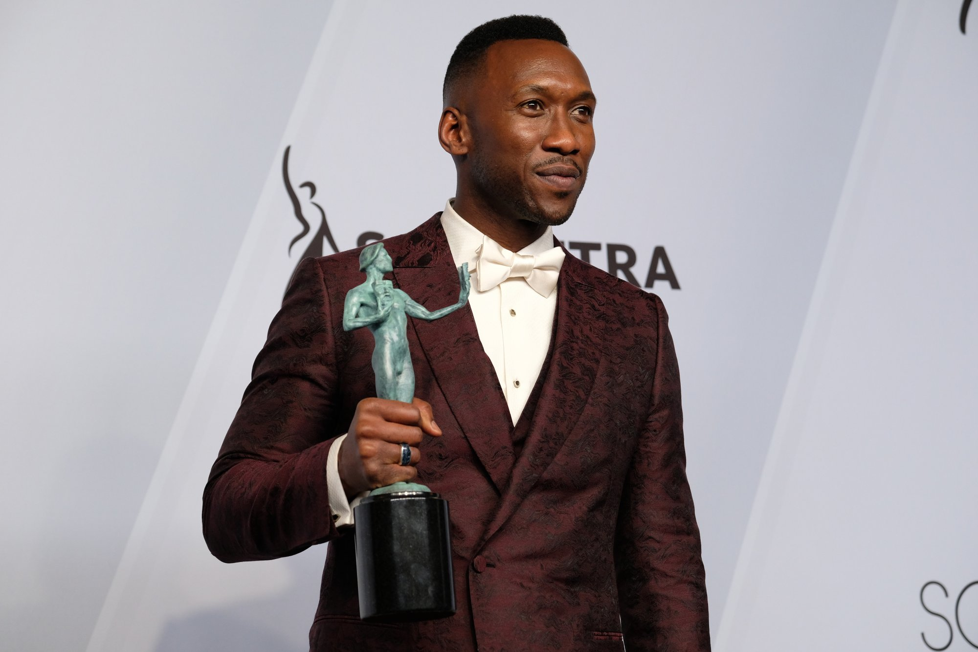 "LOS ANGELES, CALIFORNIA - JANUARY 27: Mahershala Ali, winner of Outstanding Performance by a Male Actor in a Supporting Role for 'Green Book,' poses in the press room at the 25th annual Screen Actors Guild Awards at The Shrine Auditorium on January 27, 2019 in Los Angeles, California. Ali is currently starting on TV in HBO's ""True Detective,"" set in Northwest Arkansas. (Photo by Sarah Morris/Getty Images)"