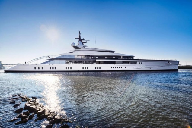 Cowboys owner Jerry Jones' $250M yacht has helipad, spa class=