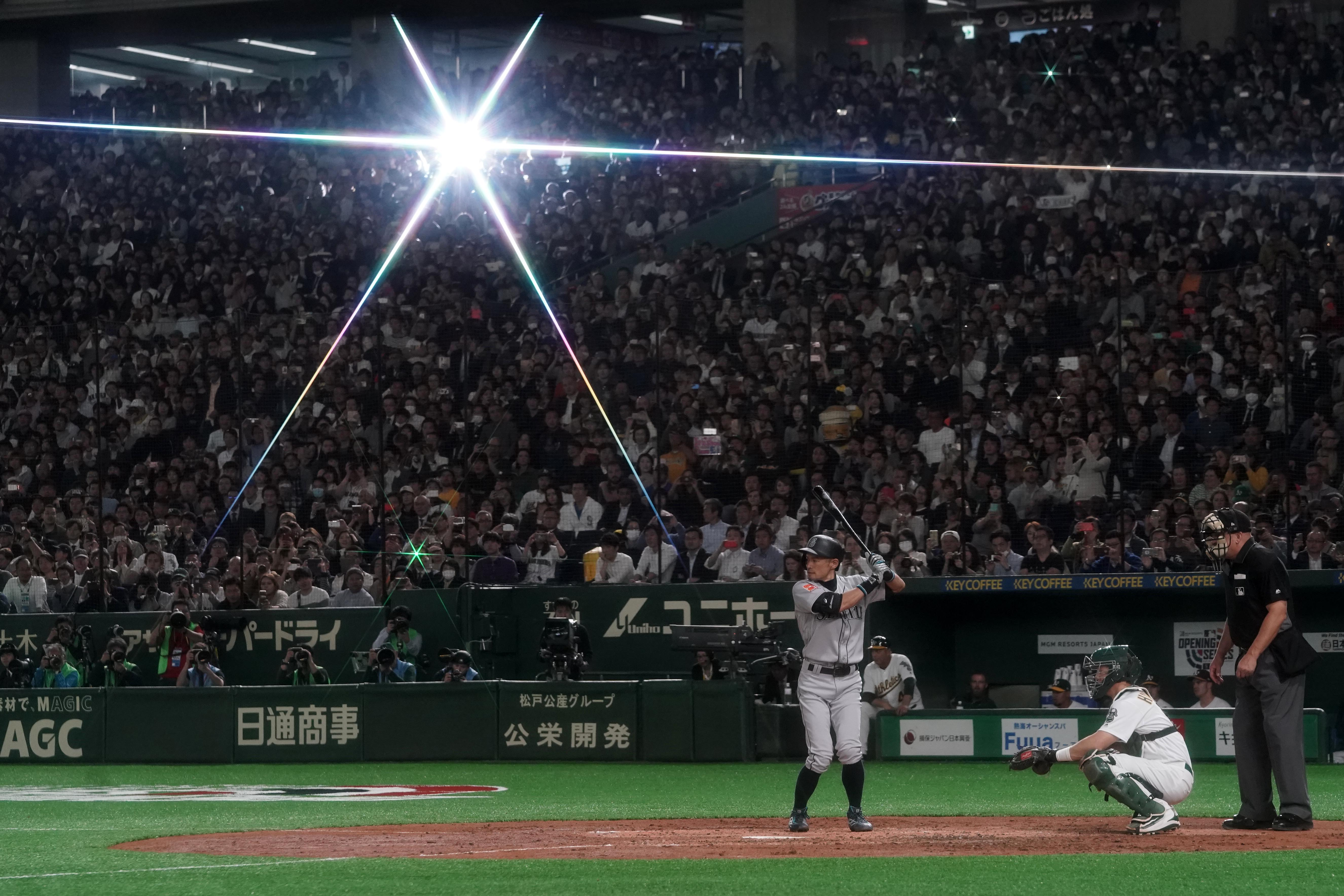 TOKYO, JAPAN - MARCH 20: Outfielder Ichiro Suzuki #51 of the Seattle Mariners at bat in the 4th inning during the game between Seattle Mariners and Oakland Athletics at Tokyo Dome on March 20, 2019 in Tokyo, Japan. (Photo by Masterpress/Getty Images)