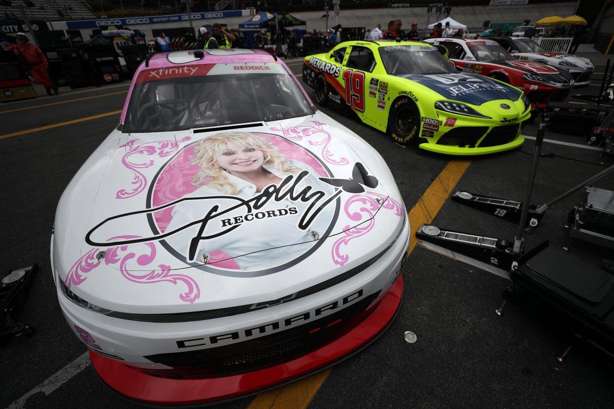 Dolly Parton Makes Nascar Debut As Sponsor At Bristol