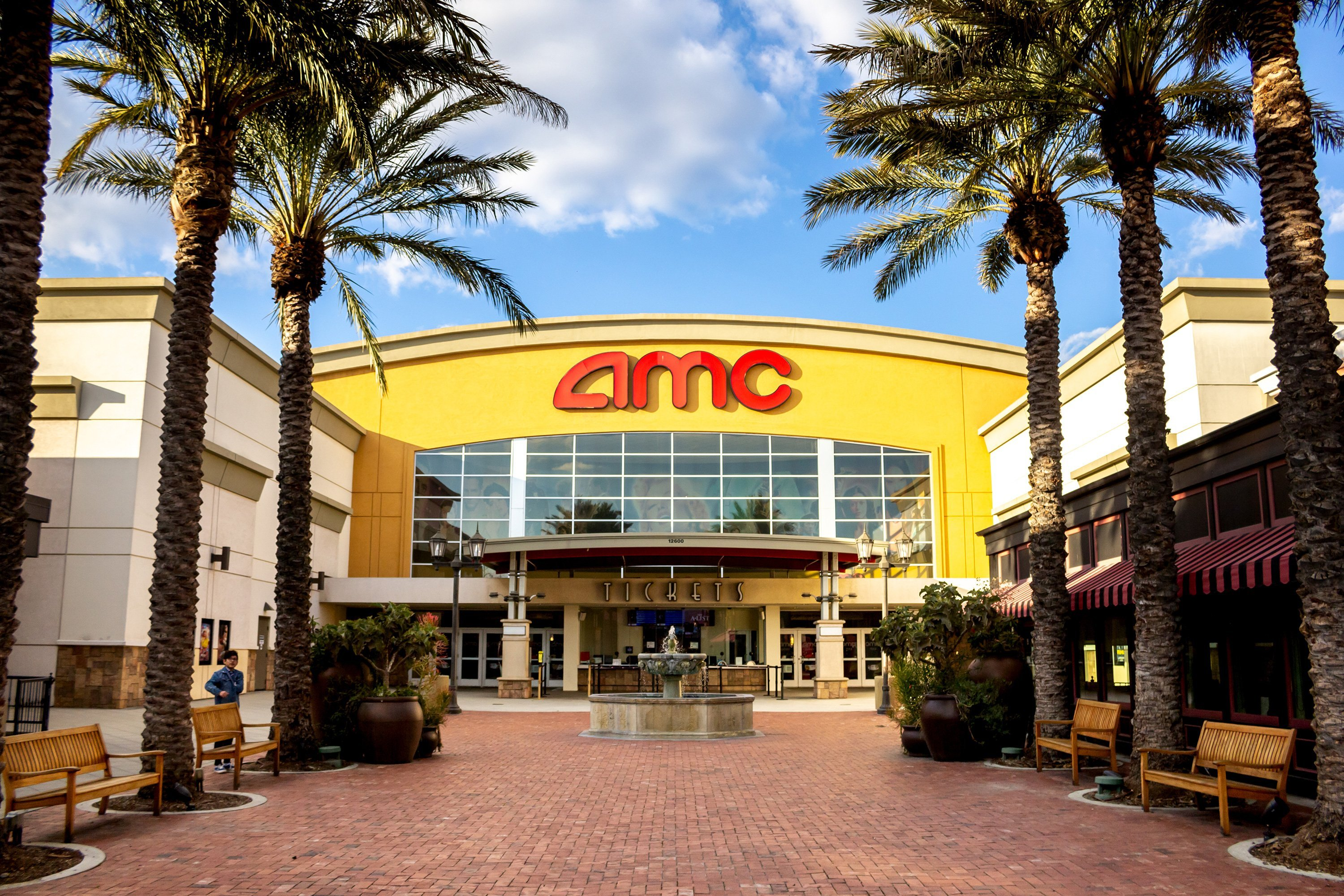 Kids Can Get A Movie Ticket, Drink And Popcorn All For $4 This Summer At AMC Theatres