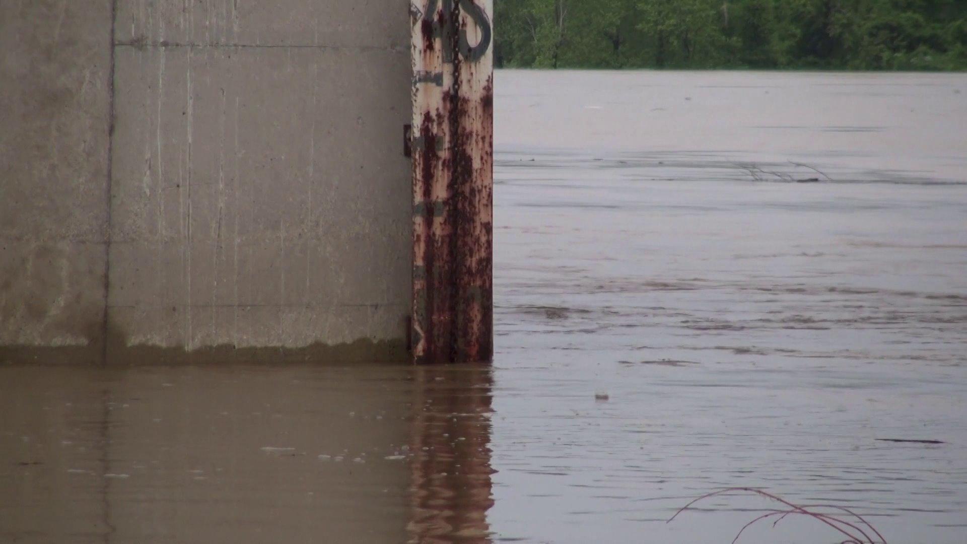Oklahomans Clean Up After Flood; More Arkansans Brace For Crest thumbnail