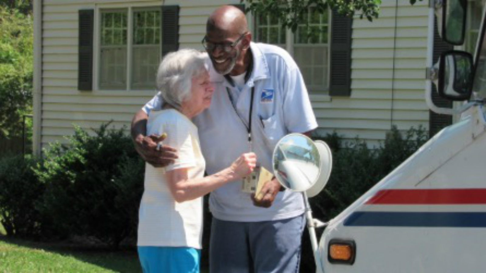 When Their Mailman Retired, The Neighbors Along His Route Gave Him A Special Send-Off thumbnail
