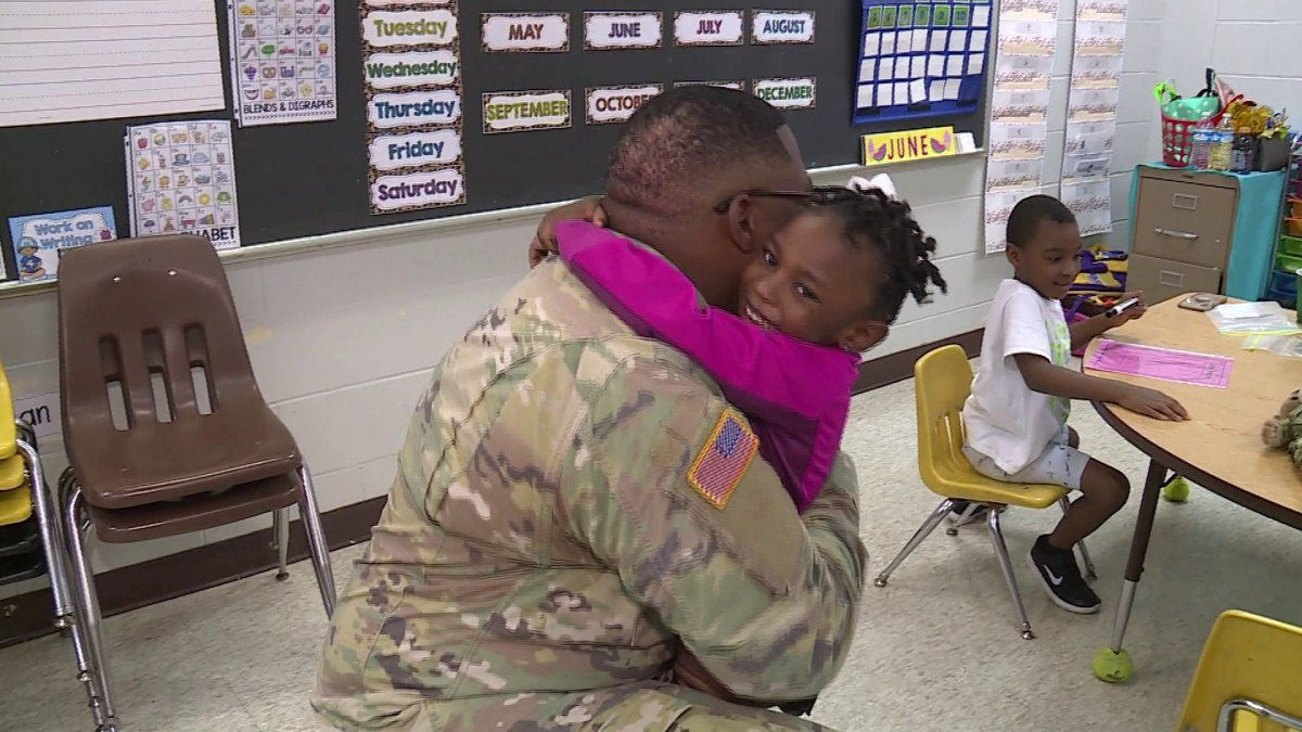 Military Dad Surprises 6-Year-Old At School After Nine