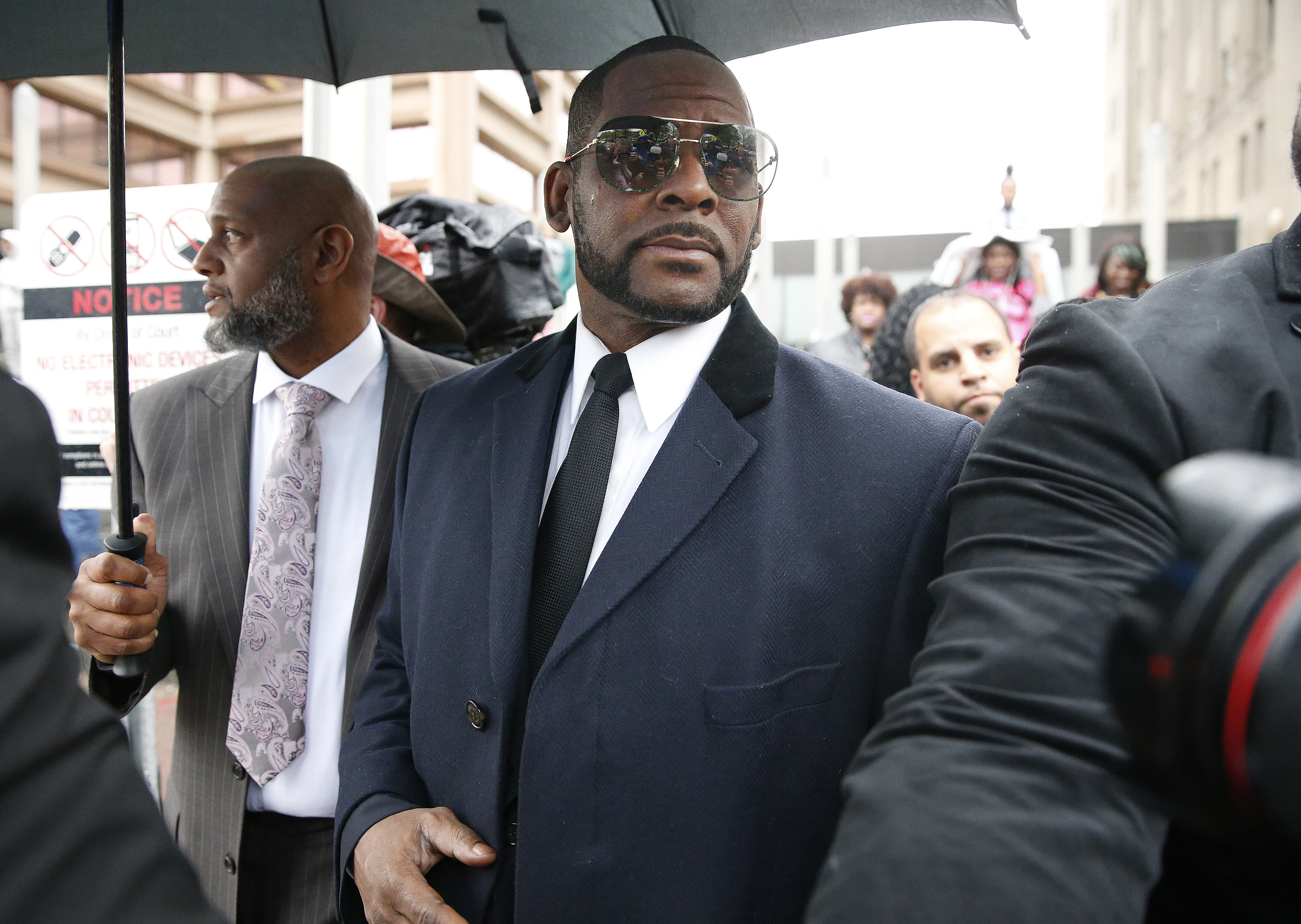 R. Kelly Charged With 11 New Sex-Related Crimes In Chicago thumbnail