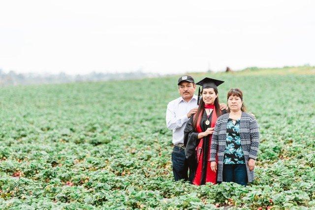 Erica Alfaro poses with her parents, Claudio Alfaro and Teresa Herrera.