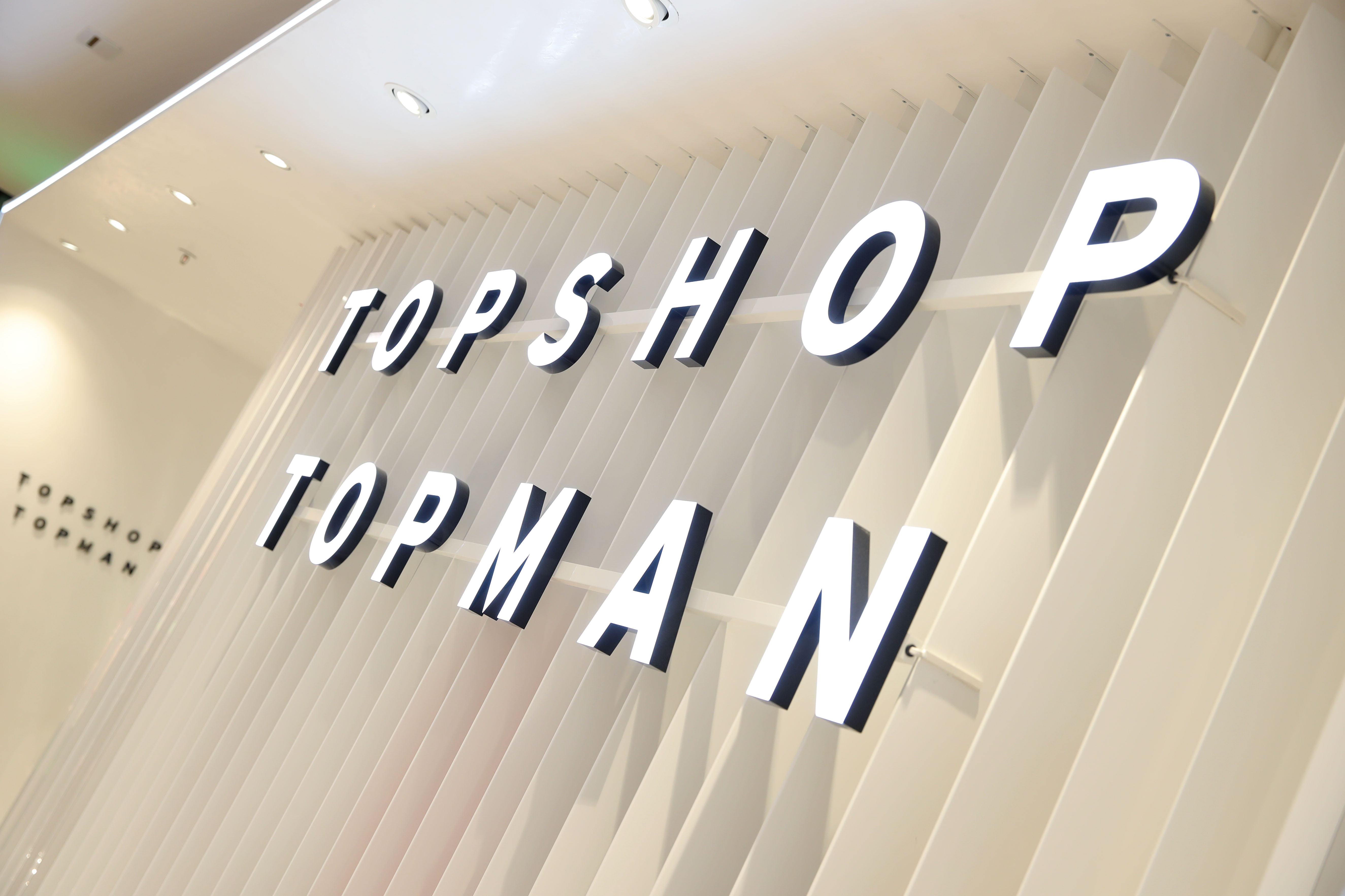 Topshop Is Closing All U.S. Stores thumbnail