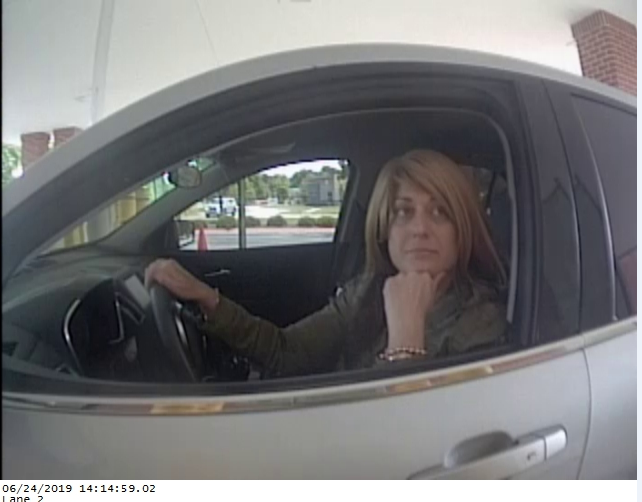 Fayetteville Police Looking For Credit Card Thieves thumbnail