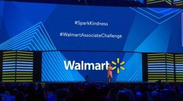 Jamie Foxx, Carly Rae Jepsen Among Celebrities At Walmart