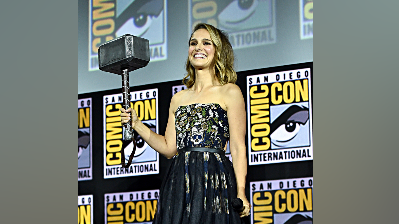 Natalie Portman To Play A Female Thor In New Marvel Movie thumbnail