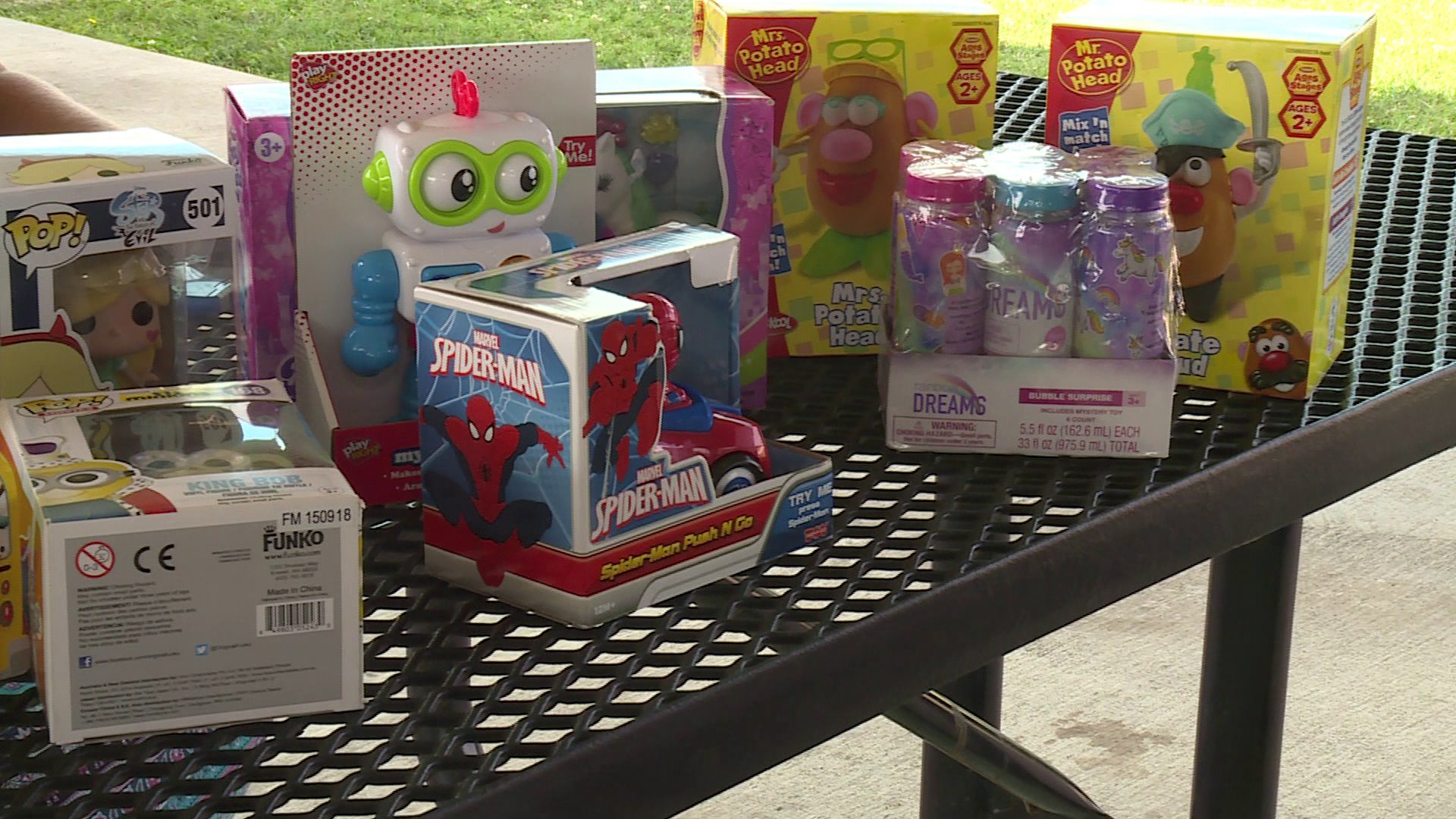 Local 11-Year-Old Starts Christmas In July For Kids At Arkansas Children's Hospital thumbnail