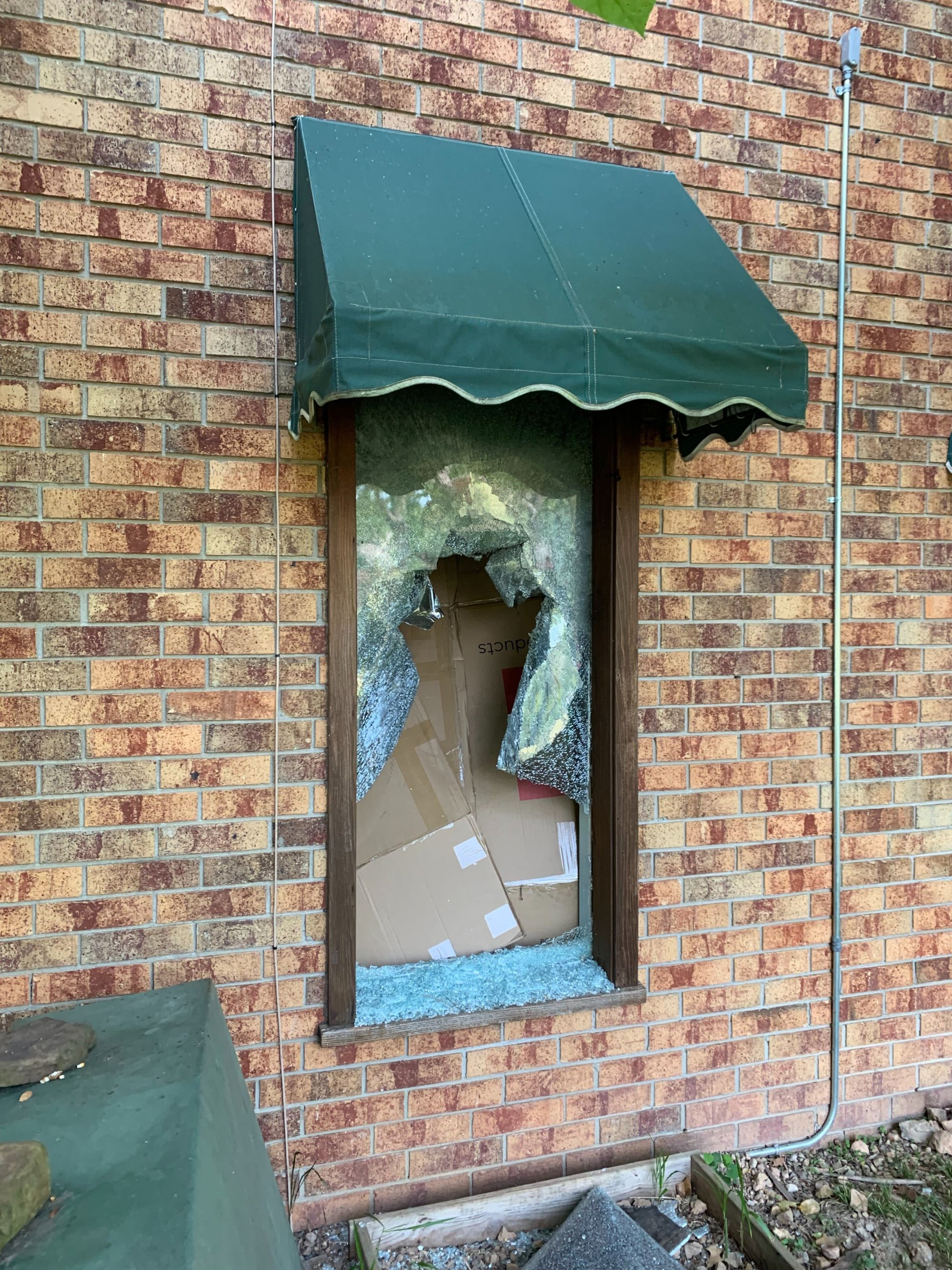 River Dental was vandalized overnight Tuesday, Sept. 10, 2019. (Tiffany Lee/KFSM)